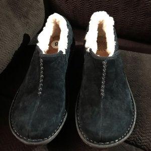 Ugg Bettey black slip on shoes